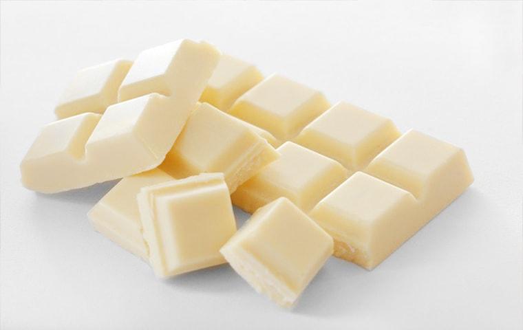 شکلات تخته ای وانیلی فله در کارتون های ۱۲ کیلویی